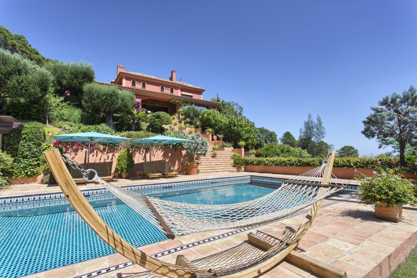 Benahavis, Traditional villa for sale in La Zagaleta in Benahavis
