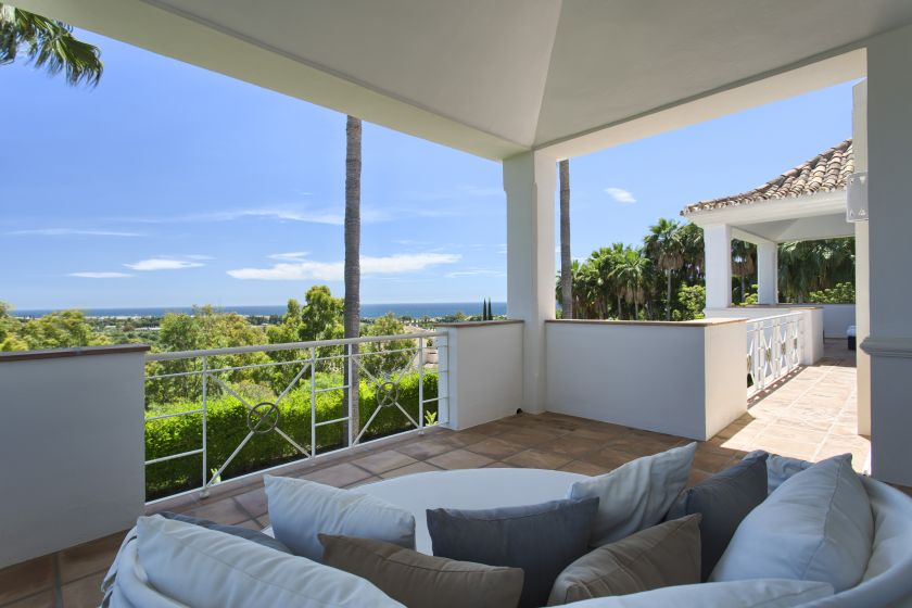 Marbella East, Beatiful Villa with sea views for sale in Rio Real Golf in Marbella