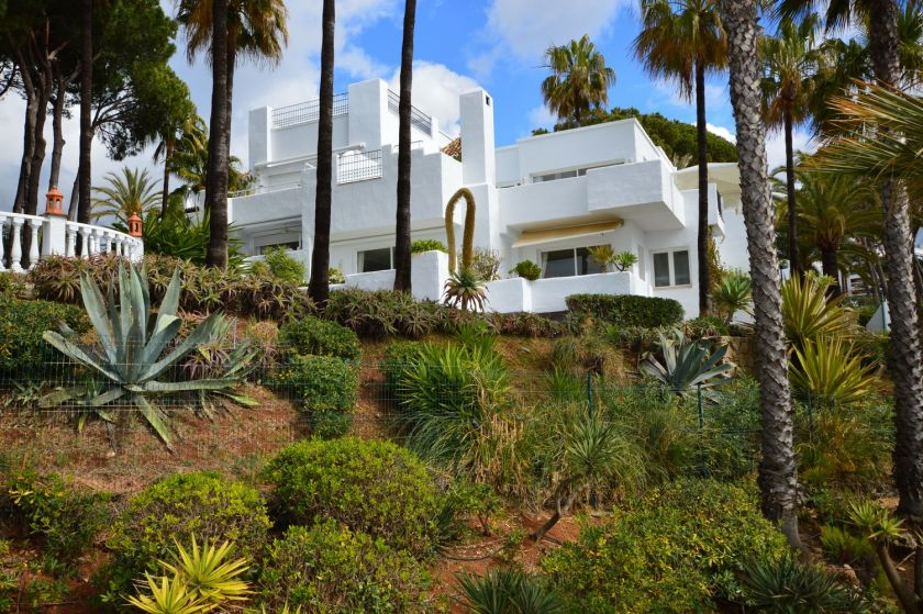 Marbella Golden Mile, Fantastic townhouse for sale in Alhambra del Mar in Marbella