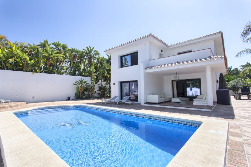 Marbella East, Luxury villa on the beachside for sale in Los Monteros Playa in Marbella