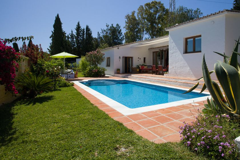 Estepona, Rustic style Villa for sale in Estepona