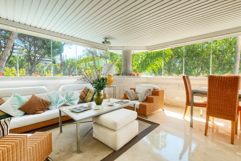 Marbella Golden Mile, Luxury apartment near beach in Marbella Golden Mile for sale