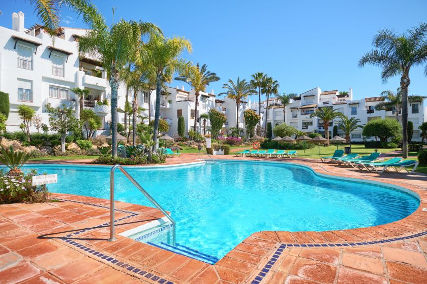 Estepona, Modernized beach apartment in Costalita near Estepona for sale