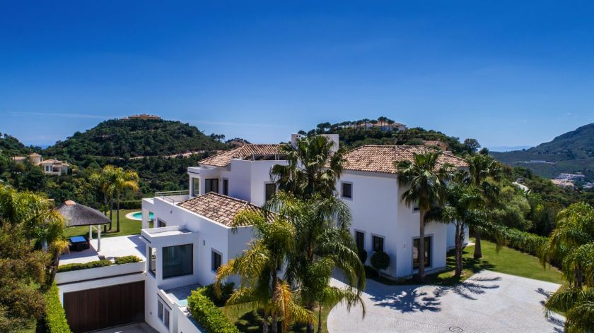 Benahavis, Contemporary villa for sale with excellent south orientation in La Zagaleta in Benahavis