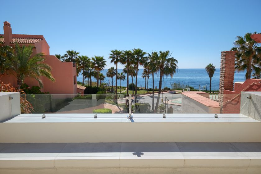 Estepona, Fantastic townhouse by the beach in Estepona for sale