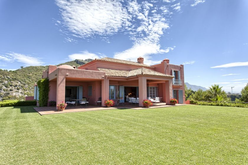 Benahavis, Mediterranean country house with panoramic views for sale at the Marbella Club Golf Resort in Benahavis