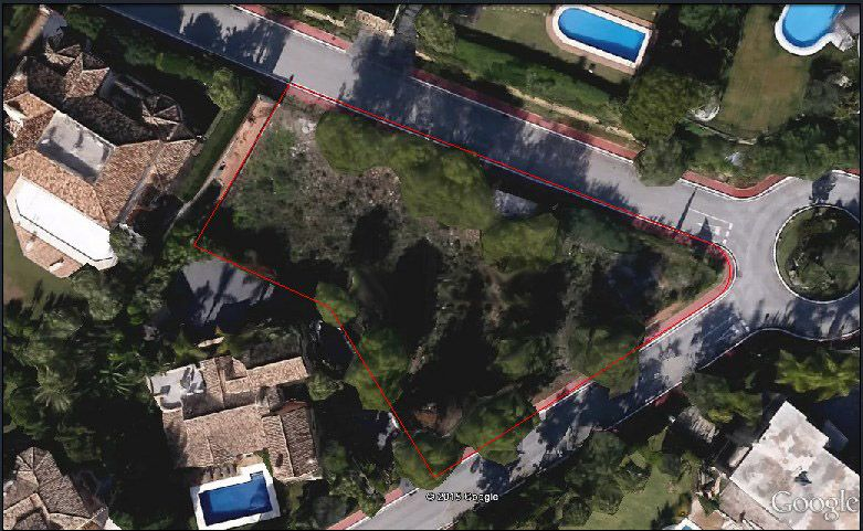 Marbella Golden Mile, First-class plot for sale in Sierra Blanca in Marbella with sea views