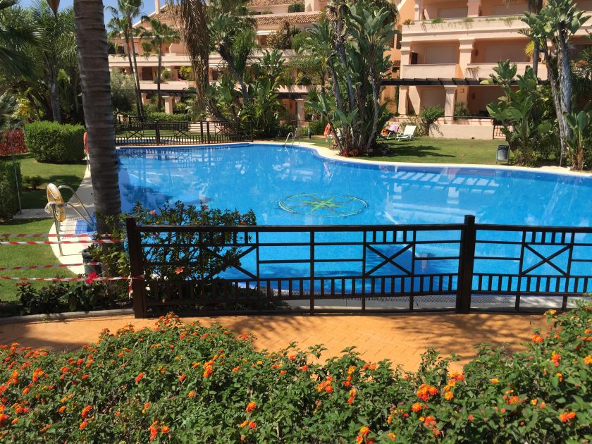 Nueva Andalucia, Spacious garden apartement for sale in Albatross Hill Club in Nueva Andalucia, Marbella