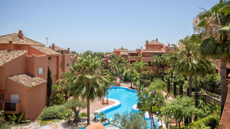 Marbella Golden Mile, Penthouse with sea views for sale in Sierra Blanca in Marbella