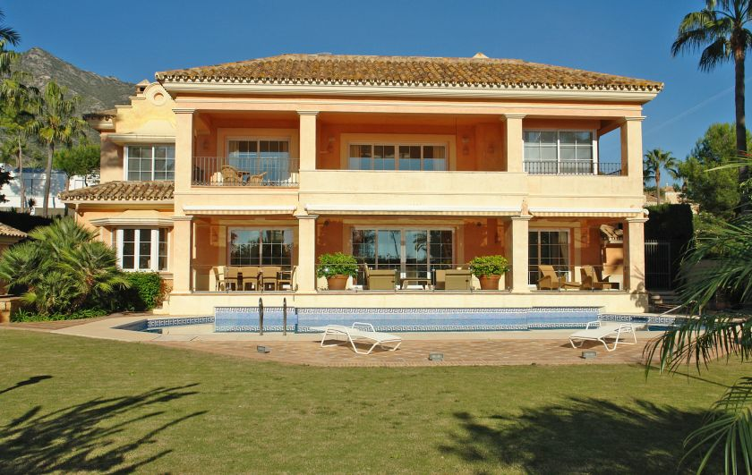 Marbella Golden Mile, Luxury villa for sale in the Sierra Blanca in Marbella with sea views