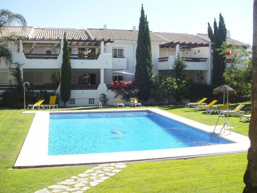 Estepona, Great Opportunity! Fully furnished apartment for sale in Selwo Hills in Estepona