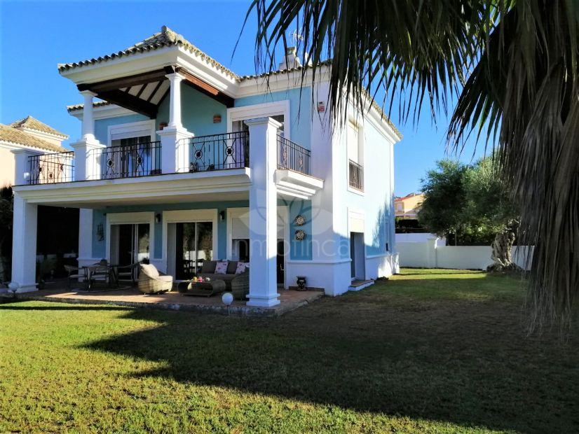 Villa in La Duquesa Golf, Manilva