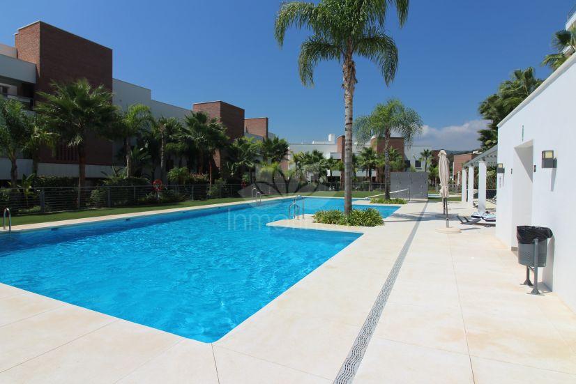 Apartamento en Los Arqueros, Benahavis