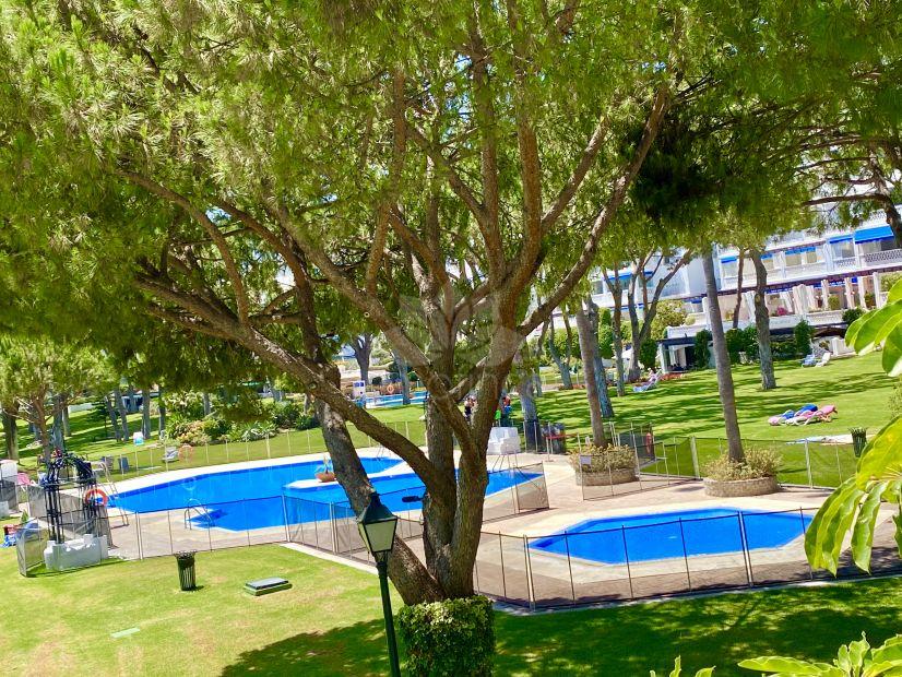 Apartamento Planta Baja en Playas del Duque, Marbella