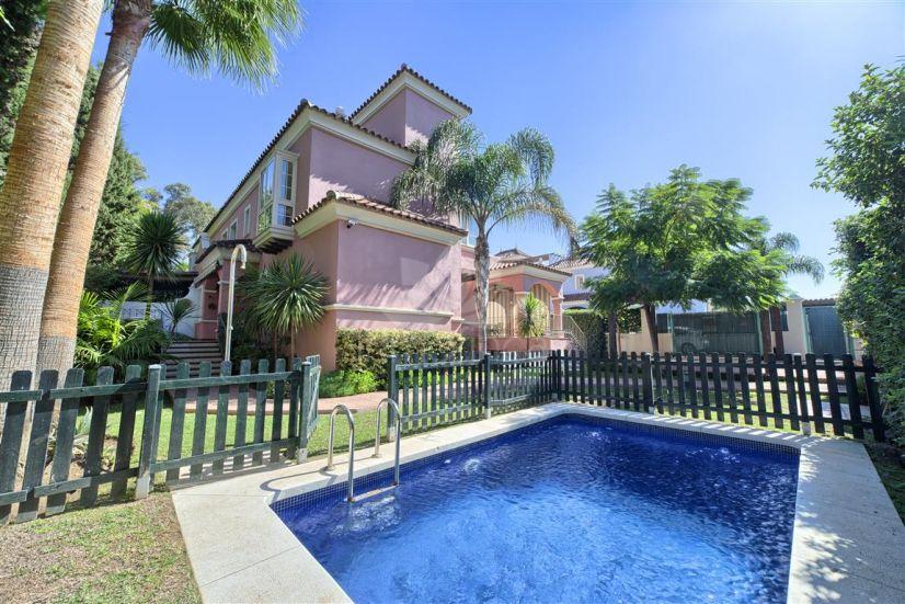 Semi Detached Villa in Marbella - Puerto Banus, Marbella