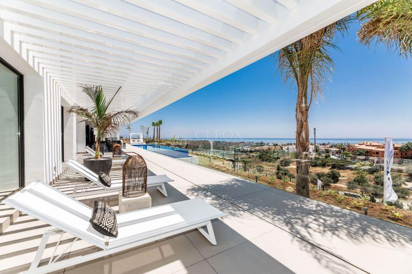 New contemporary villa at Los Flamingos Golf, Benahavis