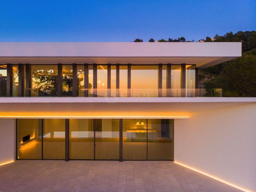 4 contemporary luxury villas for sale in Benahavis, next to La Zagaleta