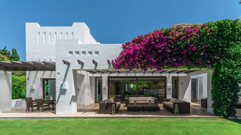 Luxury beachside villa for sale in Guadalmina Baja, Marbella