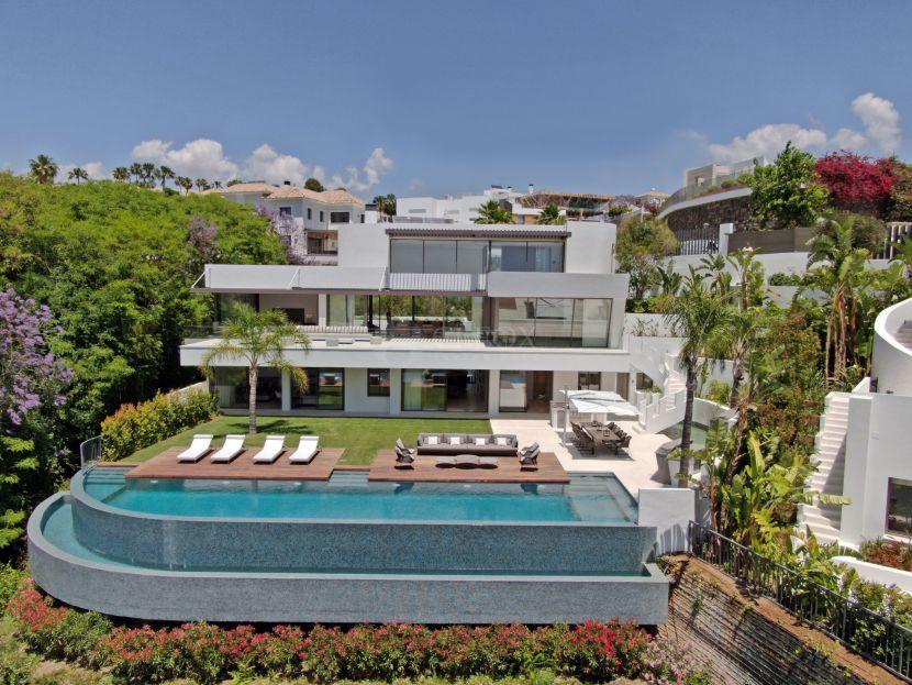Villa en venta en La Quinta Golf, Benahavis