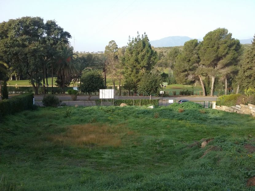 Plot for sale in El Paraiso, Estepona
