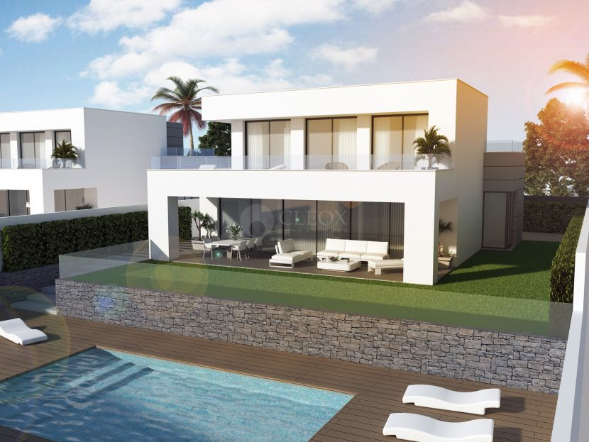 Modern detached villas walking distance to the beach in La Duquesa