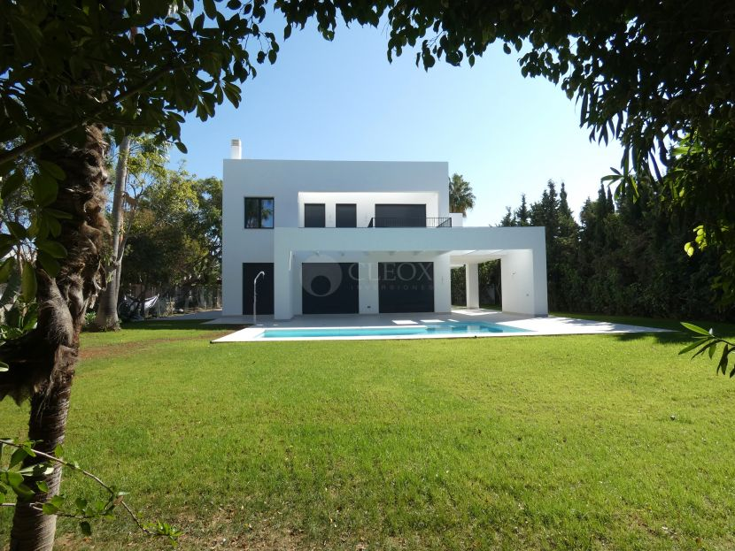 Villa for sale in Isdabe, Estepona