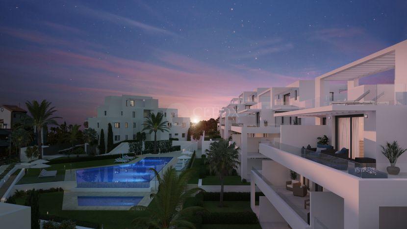 Complejo cerrado de apartamentos modernos a estrenar, entre Marbella y Estepona