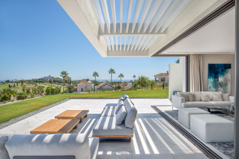 24 exclusive apartments and penthouses, with panoramic views in a gated community
