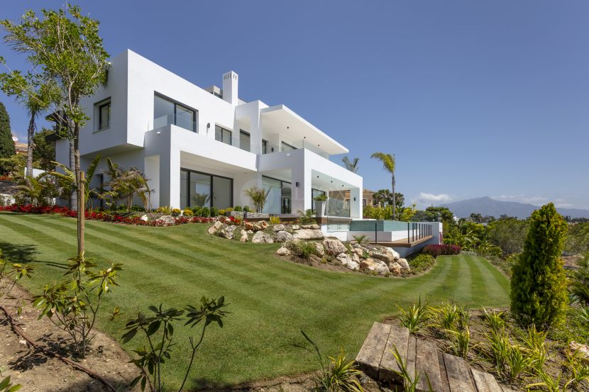 Brand new contemporary villa, with panoramic sea and mountain views