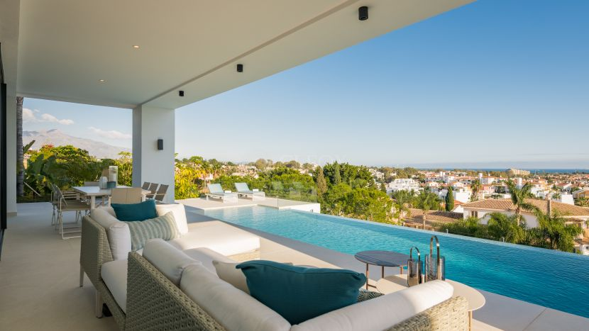 Villa for sale in Paraiso Medio, Estepona