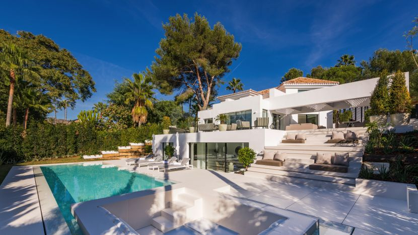 A contemporary villa for sale next to las Brisas golf in Nueva Andalucia