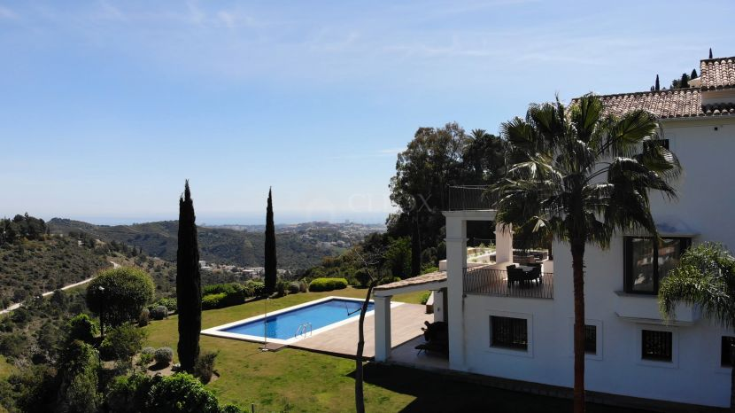 Spectacular luxury contemporary villa for sale in Madroñal, Benahavis