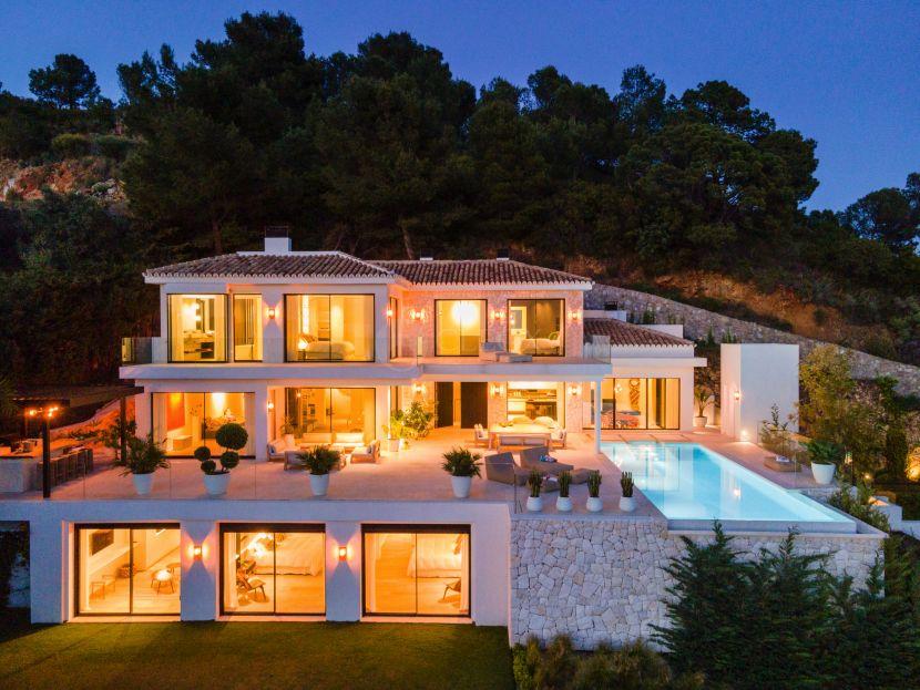 Villa for sale in Cascada de Camojan, Marbella Golden Mile, Marbella