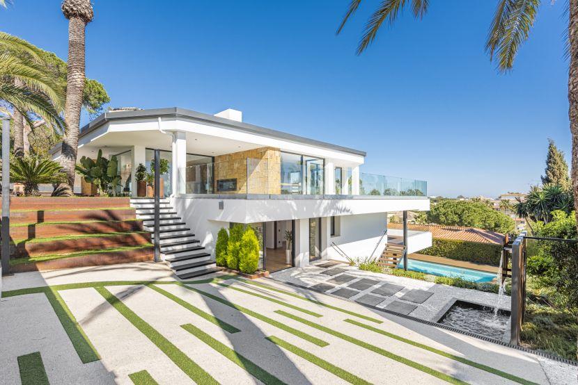 Villa en venta en Carib Playa, Marbella Este, Marbella