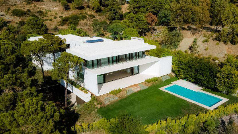 Luxury villa with modern design, for sale in Benahavis, next to La Zagaleta