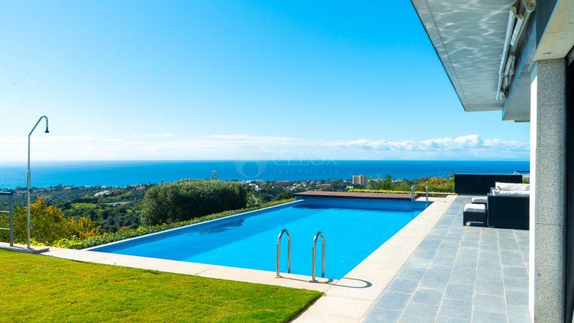 Villa contemporánea a la venta en Marbella Este con vistas panorámicas