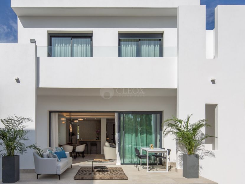 Modern townhouses in a gated complex in Nueva Andalucia