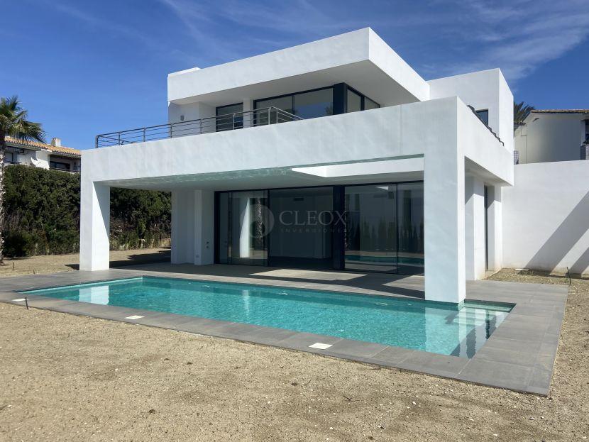 Villa en venta en Isdabe, Estepona
