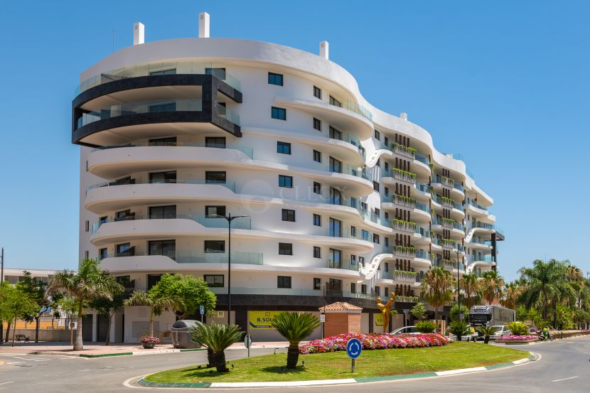 Key ready modern apartments for sale, in an emblematic building in the center of Estepona