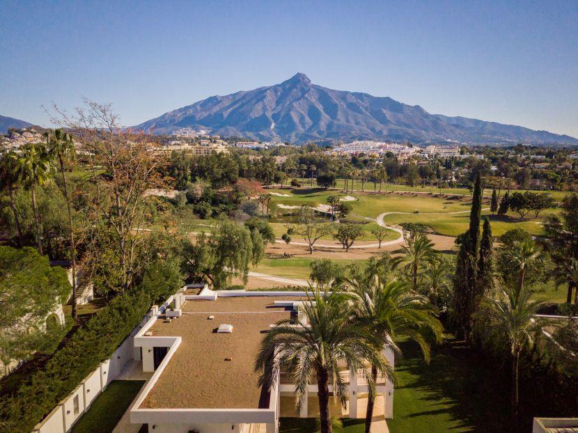 Villa en venta en Las Brisas, Nueva Andalucia, Marbella