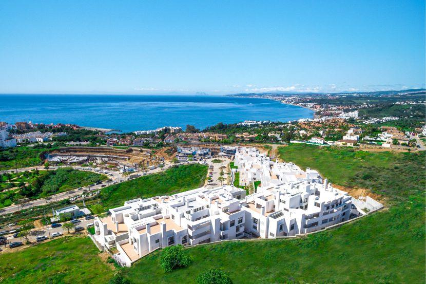 Contemporary apartments close to Estepona port, with panoramic views