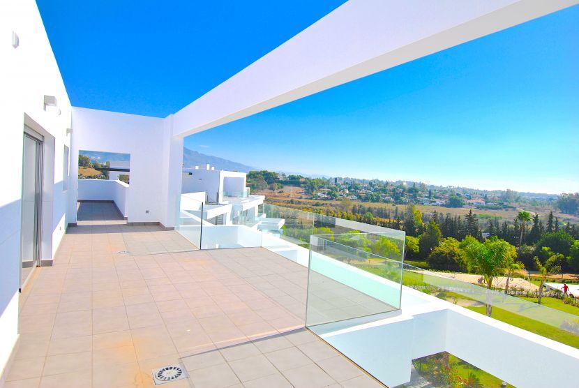 Duplex Penthouse for sale in Marques de Guadalmina, Estepona