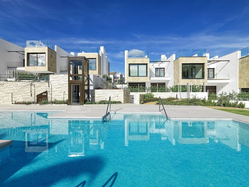 New townhouses for sale in the heart of Nueva Andalucia golf valley, Marbella