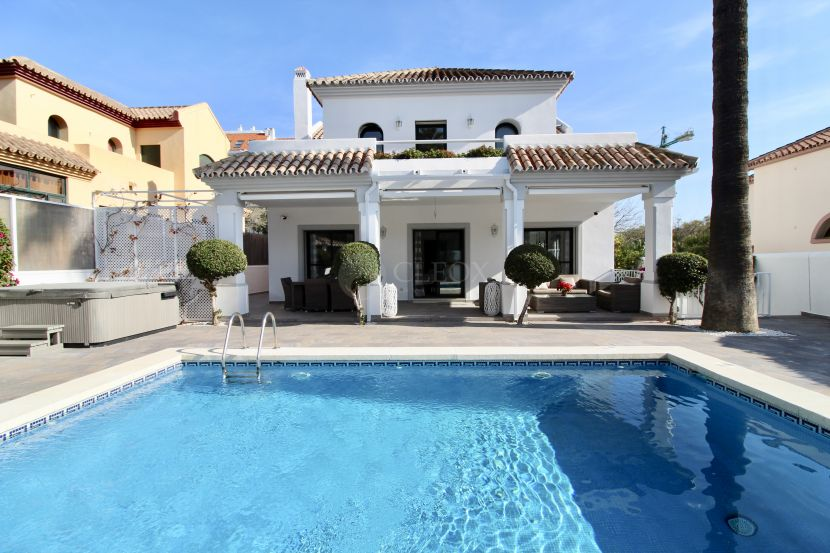 Villa for sale in Alta Vista, San Pedro de Alcantara