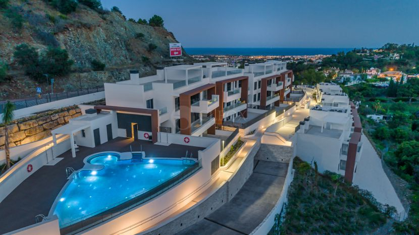 Modern new apartments for sale in Benahavis-Marbella, enjoying panoramic sea and golf views