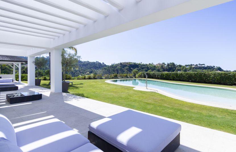 For sale this contemporary villa in La Zagaleta, one of the most exclusive residential areas in Benahavis, Costa del Sol.