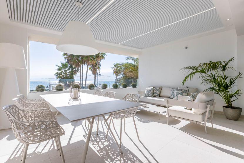 Luxury apartments in a Signature building frontline beach in Estepona