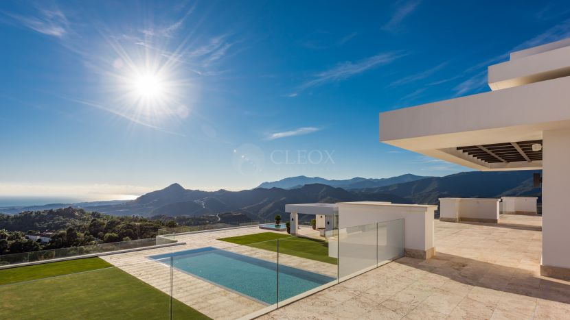 Stunning mansion for sale in La Zagaleta, with panoramic views towards the Mediterranean Sea, Africa and Gibraltar