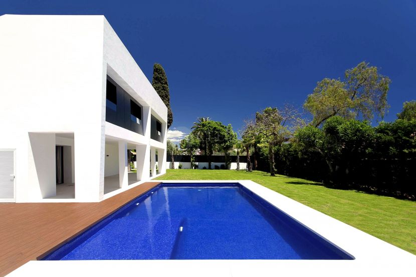 Villa for sale in Cortijo Blanco, San Pedro de Alcantara