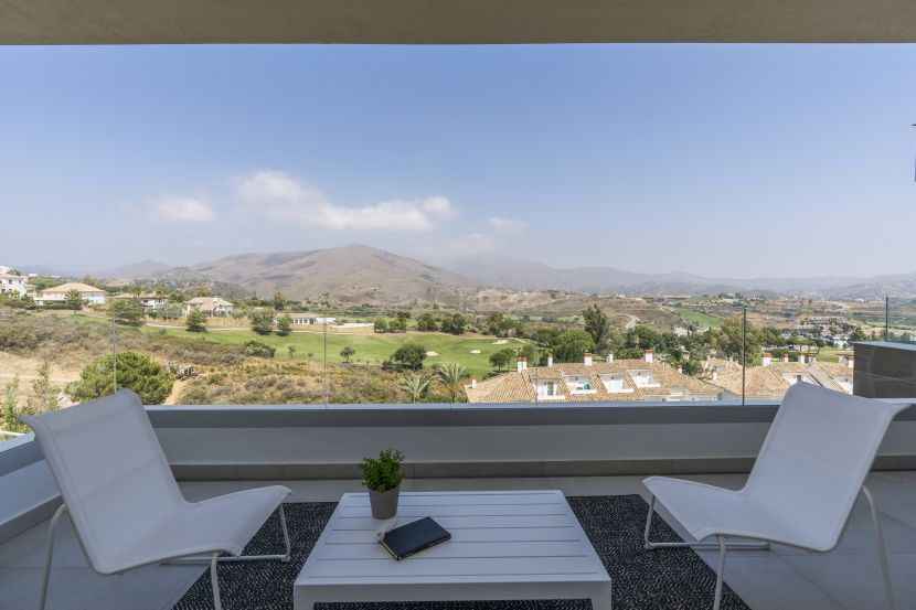 Modern apartments and penthouses for golf lovers in La Cala Resort in Mijas
